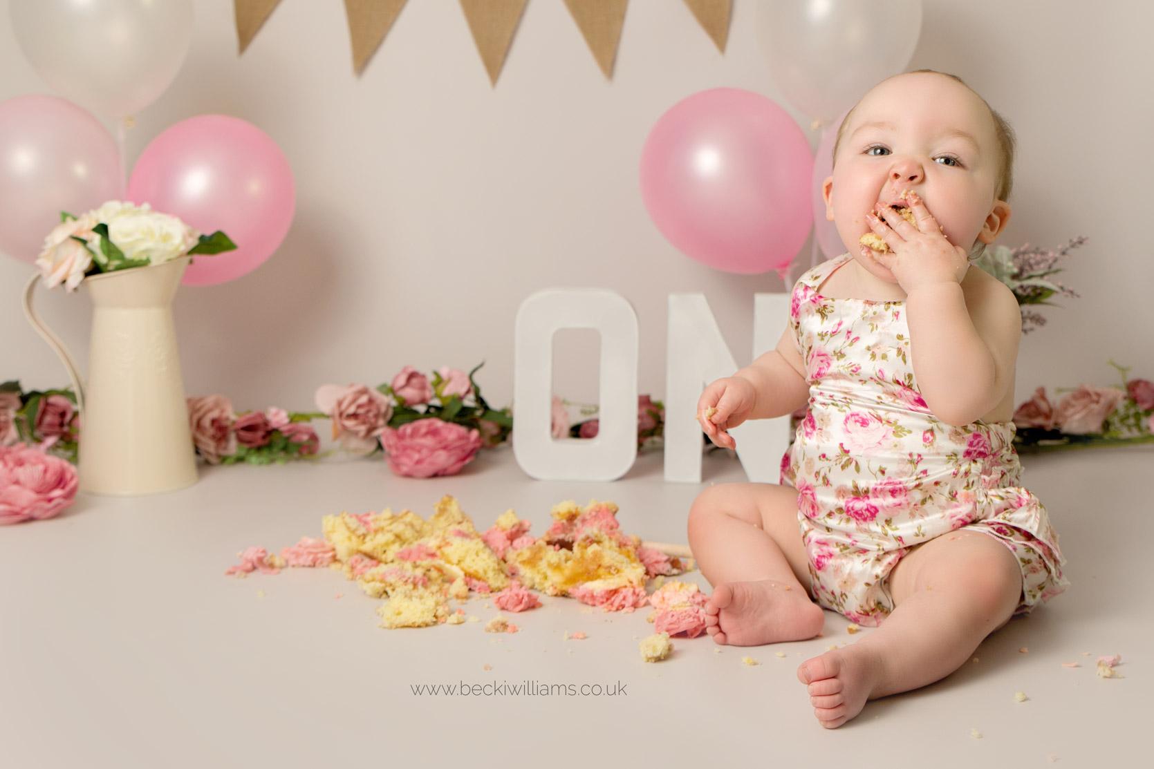 cake-smash-hemel-hempstead-pink-12.jpg