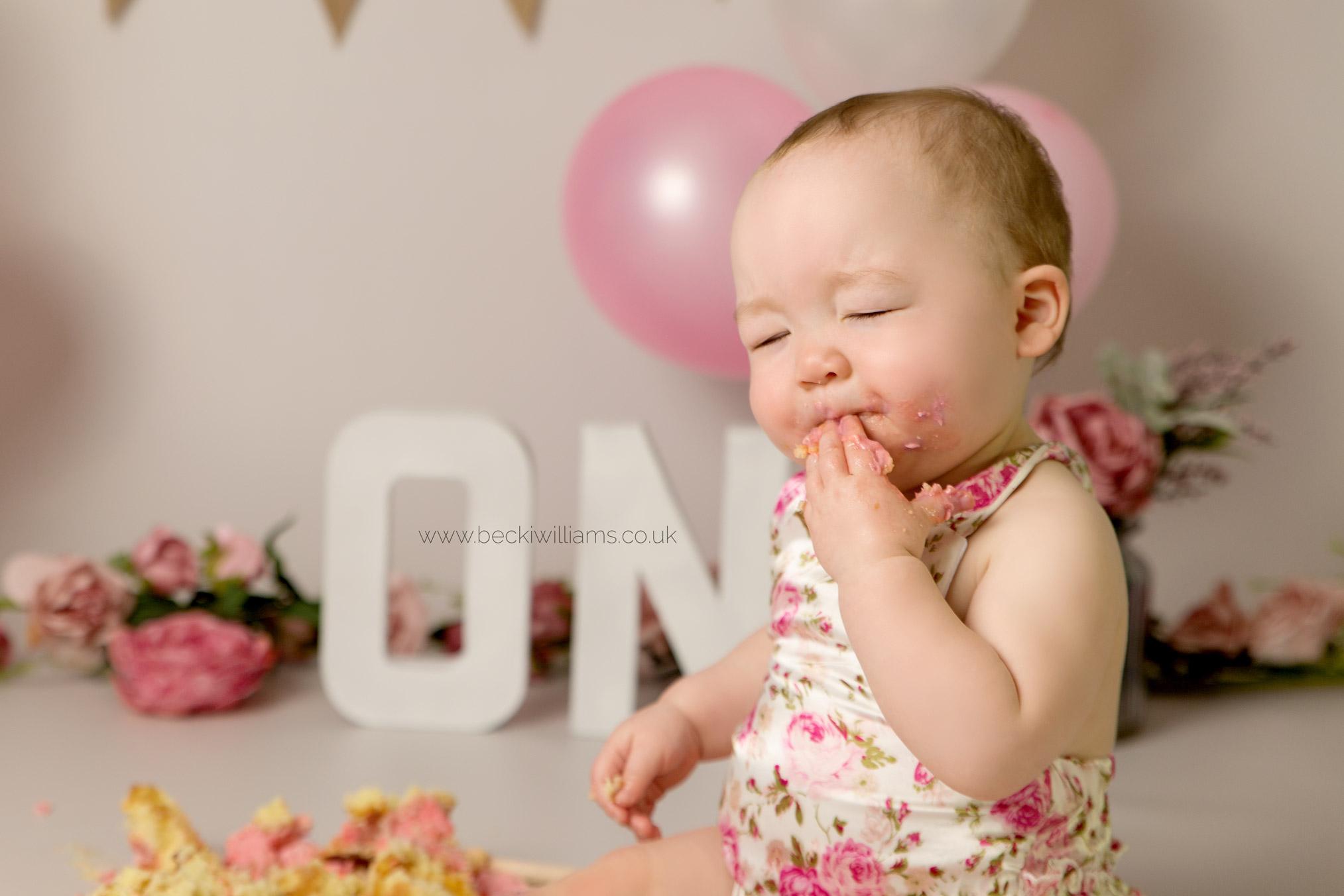 cake-smash-hemel-hempstead-pink-13.jpg