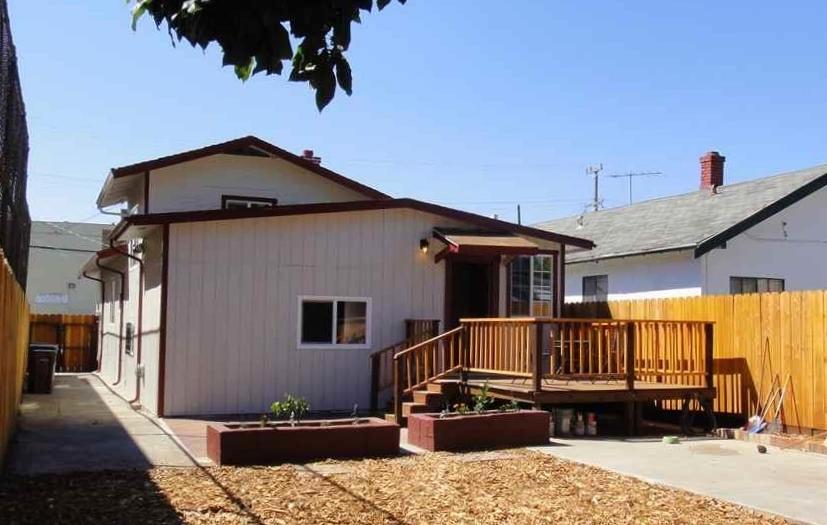 2 BEDS, 1 BATH, 1,032 SF