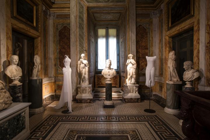 01_Azzedine-Alaia_Galleria-Borghese_Ilvio-Gallo_oggetto_editoriale_720x600.jpg