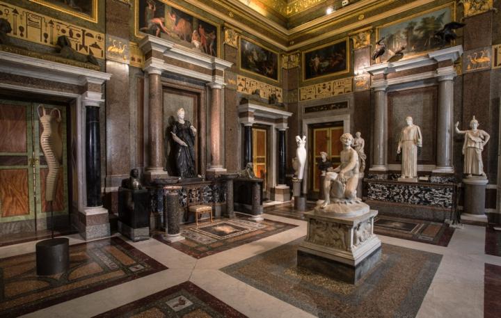 03_Azzedine-Alaia_Galleria-Borghese_Ilvio-Gallo_oggetto_editoriale_720x600.jpg