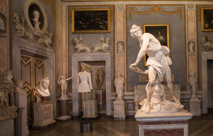 05_Azzedine-Alaia_Galleria-Borghese_Ilvio-Gallo_oggetto_editoriale_720x600.jpg