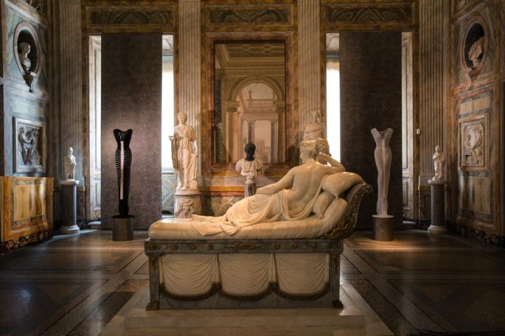 06_Azzedine-Alaia_Galleria-Borghese_Ilvio-Gallo_oggetto_editoriale_720x600.jpg