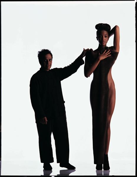 09_Azzedine-Alaia_Naomi-Campbell-R-Gilles_Bensimon_1987_oggetto_editoriale_720x600.jpg