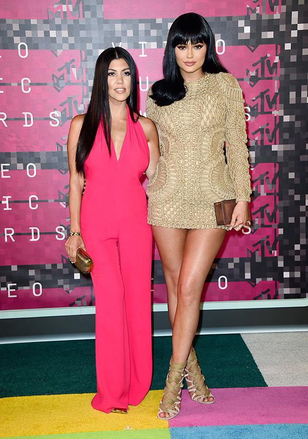 kourtney-kardashian-kylie-jenner-mtv-vmas-2015-video-music-awards.jpg