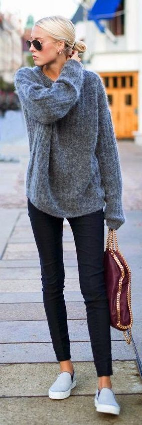 Relaxed oversized sweater, skinny jeans and vans look.
