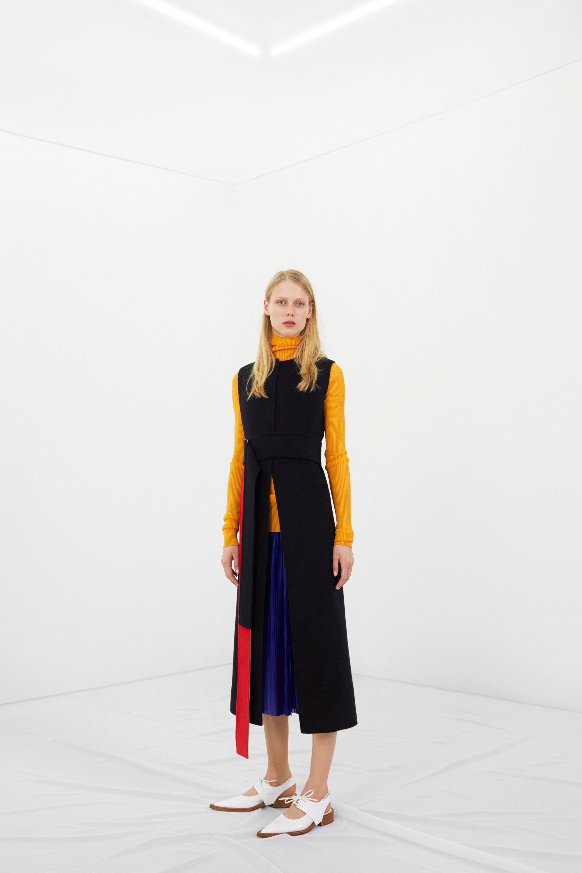 victoria-beckham-pre-fall-2016-lookbook-02.jpg