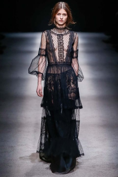 7. ETHEREAL DARK Over-lined charcoal eyes and onyx lips definitely made an impact this fashion week. Gothic feels for sure.