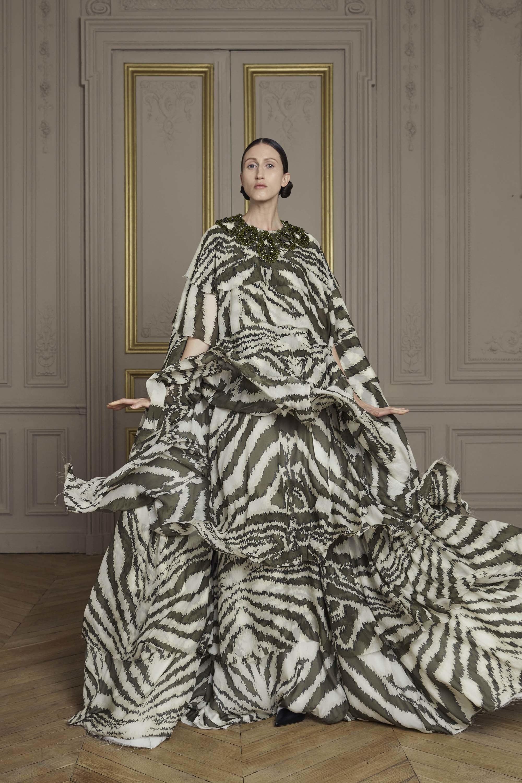 04-giles-deacon-couture.jpg