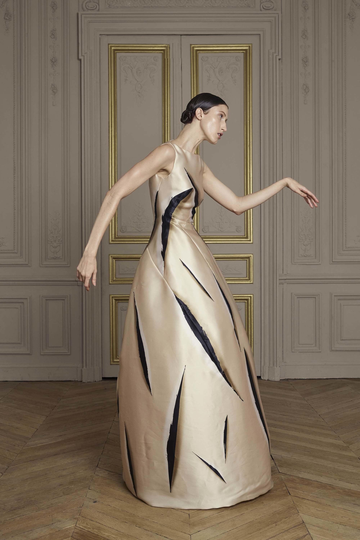 09-giles-deacon-couture.jpg