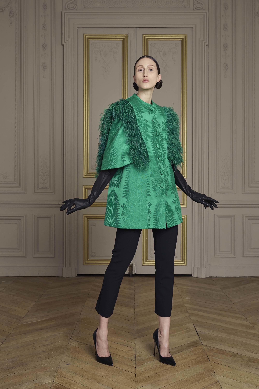 31-giles-deacon-couture.jpg