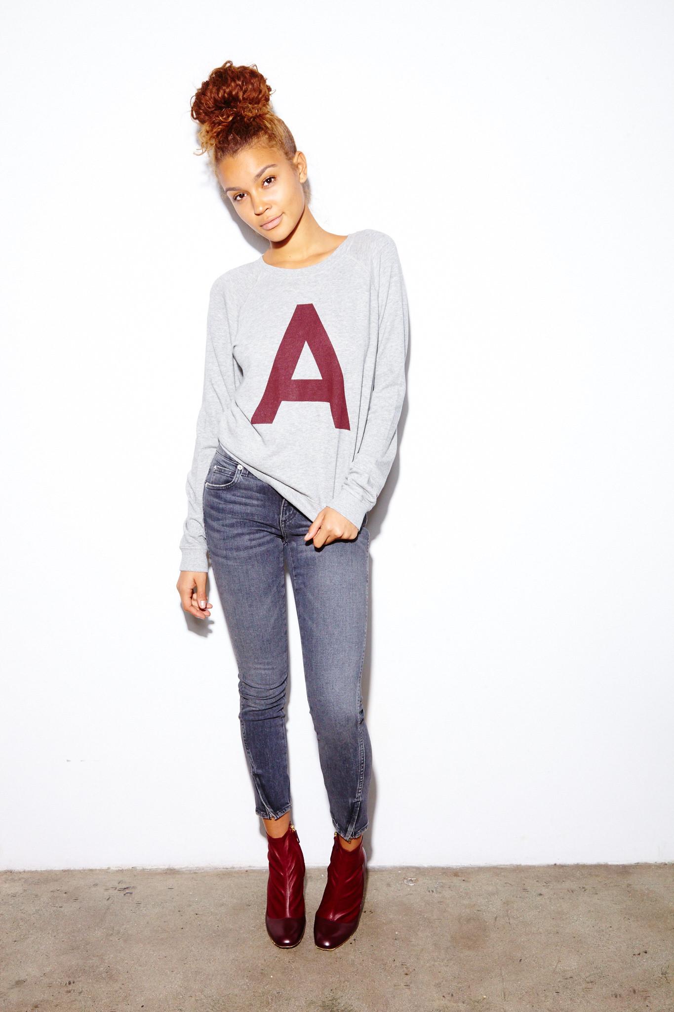 raglan-sweatshirt-amo-twist-zip-jeans-rupert-sanderson-16713.jpg