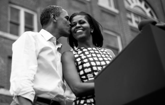 obama-and-michelle-kiss.jpg