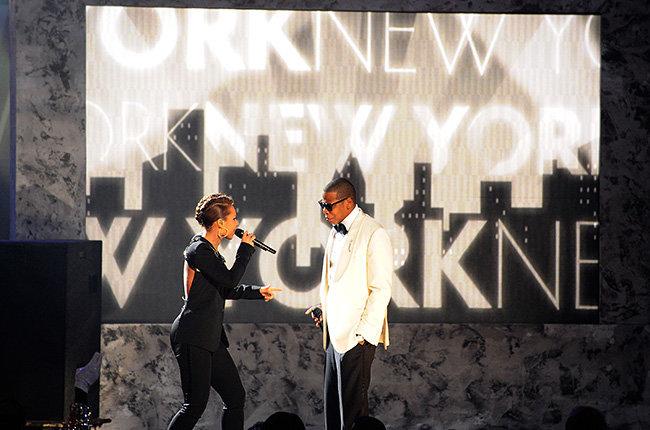Alicia Keys & Jay Z in 2009  Alicia Keys & Jay Z invoke the glamour of the silver screen at the 2009 AMAs.