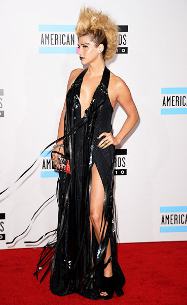 Kesha in 2010  Kesha, in a plunging black frock an a blonde faux-hawk made the scene on the 2010 AMAs red carpet.