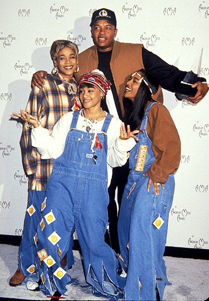 TLC & Dr. Dre in 1994  T-Boz, Lisa 'Left Eye' Lopes and Chilli of TLC with Dr. Dre at the 1994 AMAs