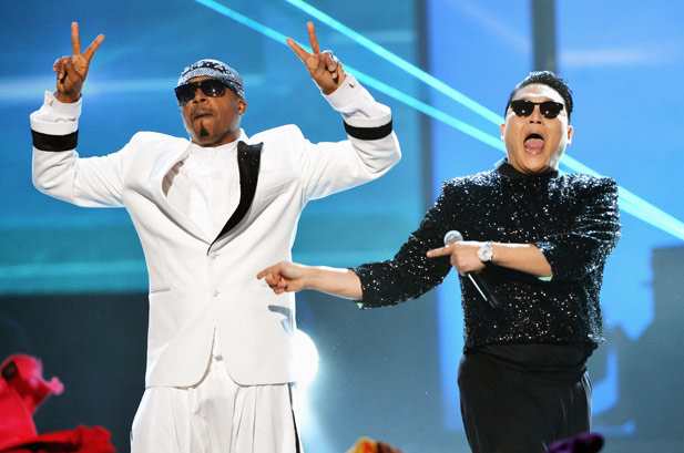 """PSY & MC Hammer Perform Together in 2012  Hammertime! PSY and MC Hammer join forces for a surprise """"Gangnam Style""""/""""2 Legit 2 Quit"""" performance at the 2012 AMAs."""