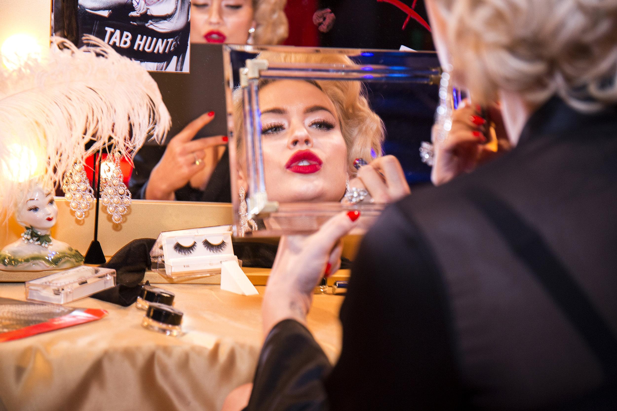 ALCONE Showgirl in mirror Photo Santiago Felipe.jpg