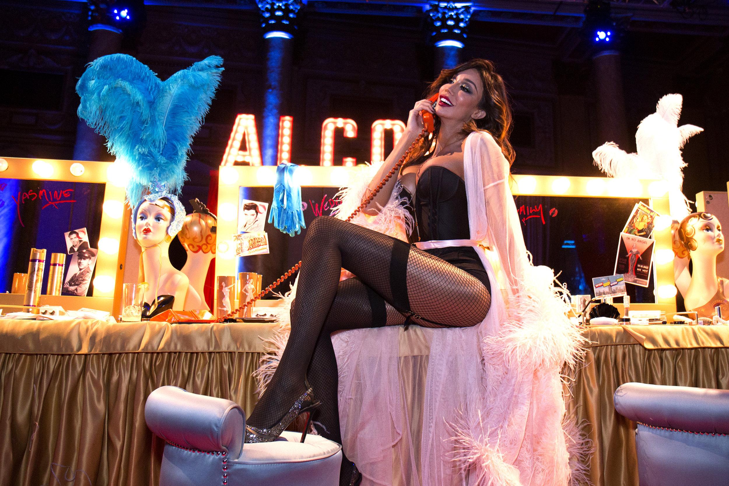 Showgirl Yasmine Petty Photo Santiago Felipe.jpg