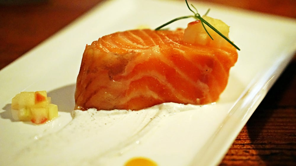HOUSE SMOKED SALMON - Burnt onion creme fraiche, turmeric gel, trout roe.Delicious salmon, nicely smoked, melts on your tongue.