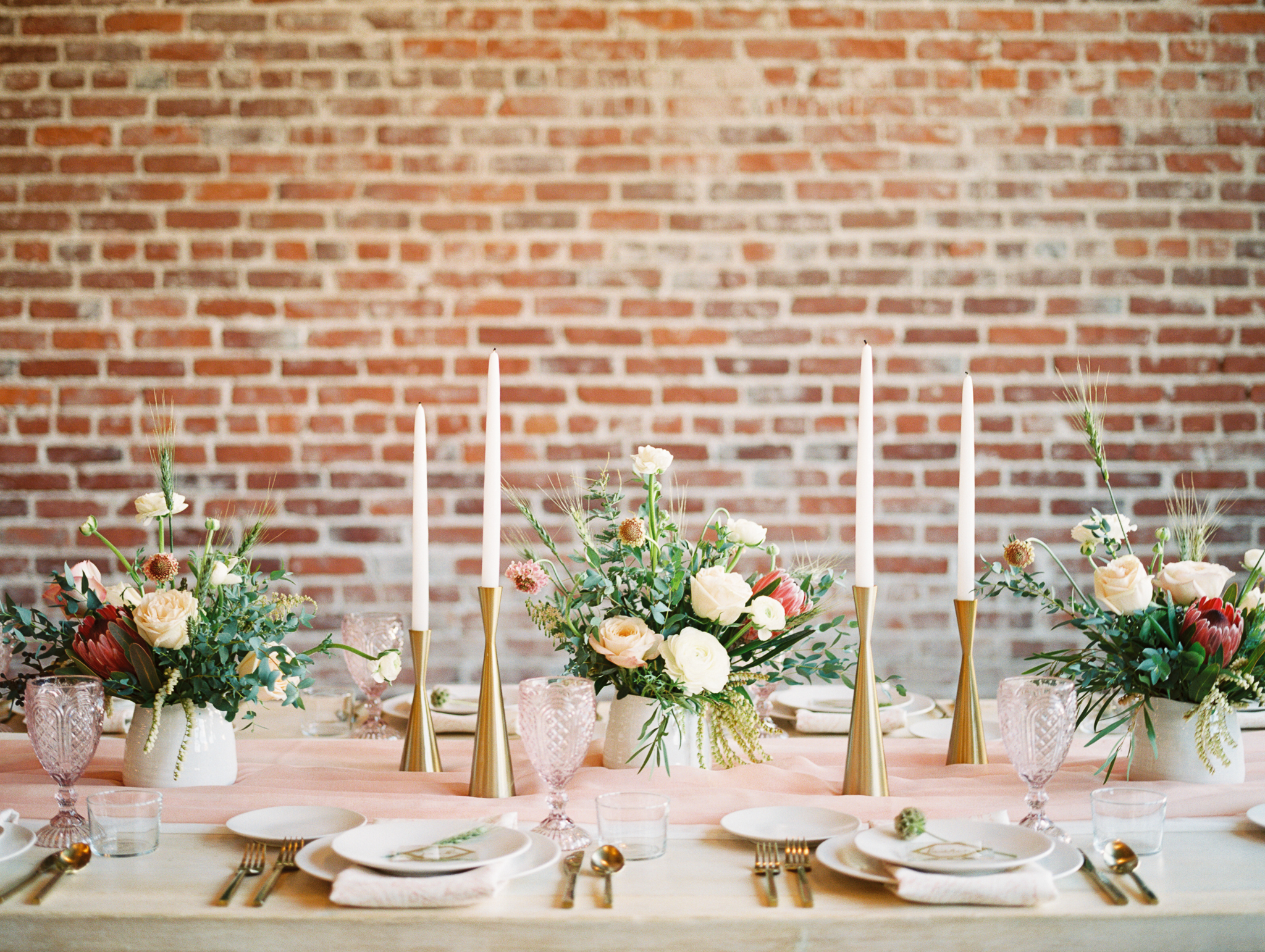 100LayerCake-wedding-table-eventscience-amygoldingphotography