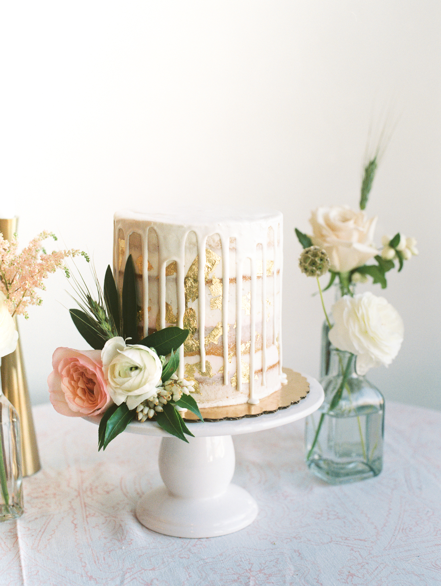 Amy-Golding-Wedding-Photography-flourandfrecklescake-eventscience-100layercake