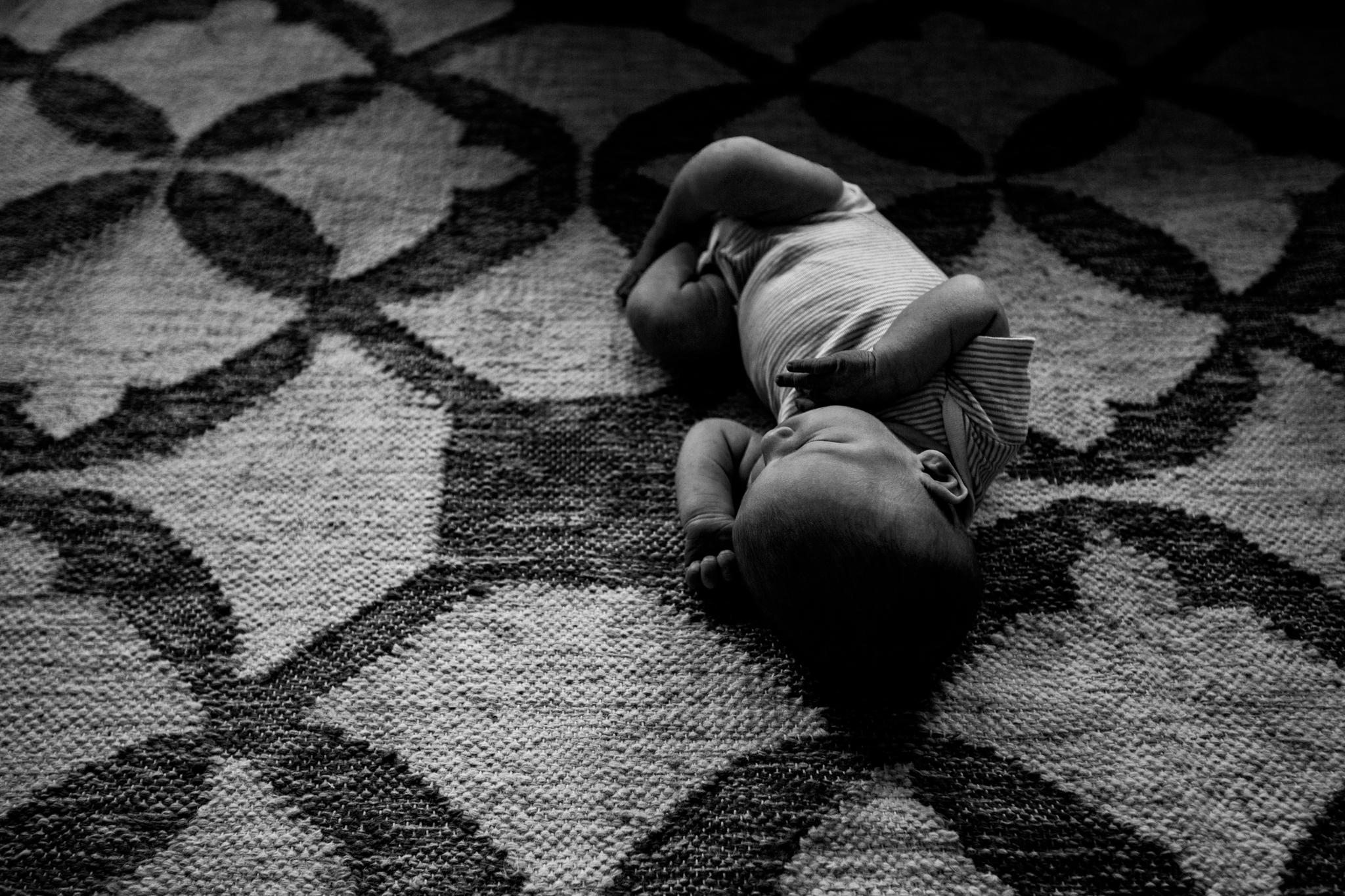 Baby laying on rug from Huntsville and Madison Alabama lifestyle newborn photographer Rachel K Photo