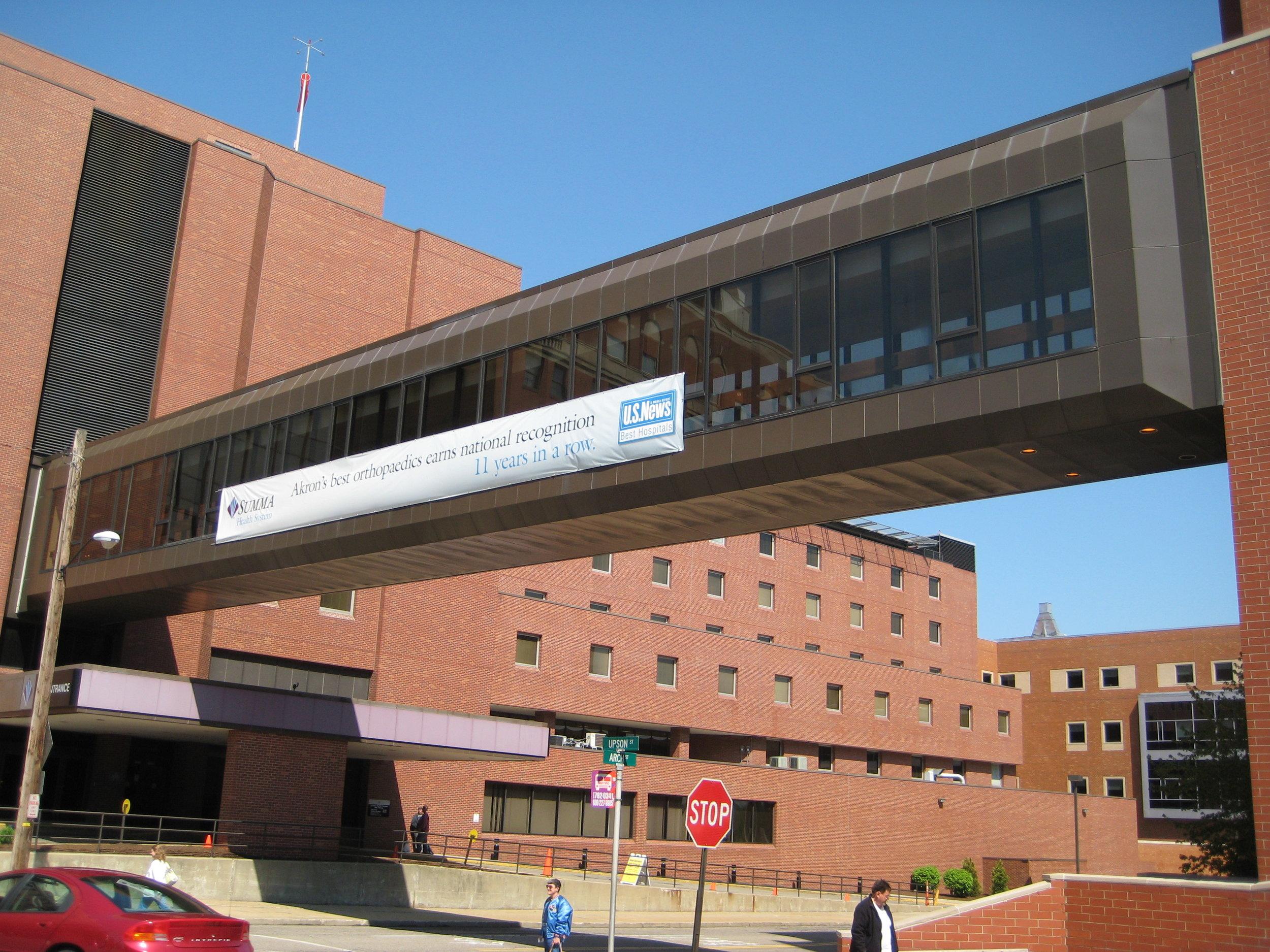 Akron City Hospital Bridge 007.jpg