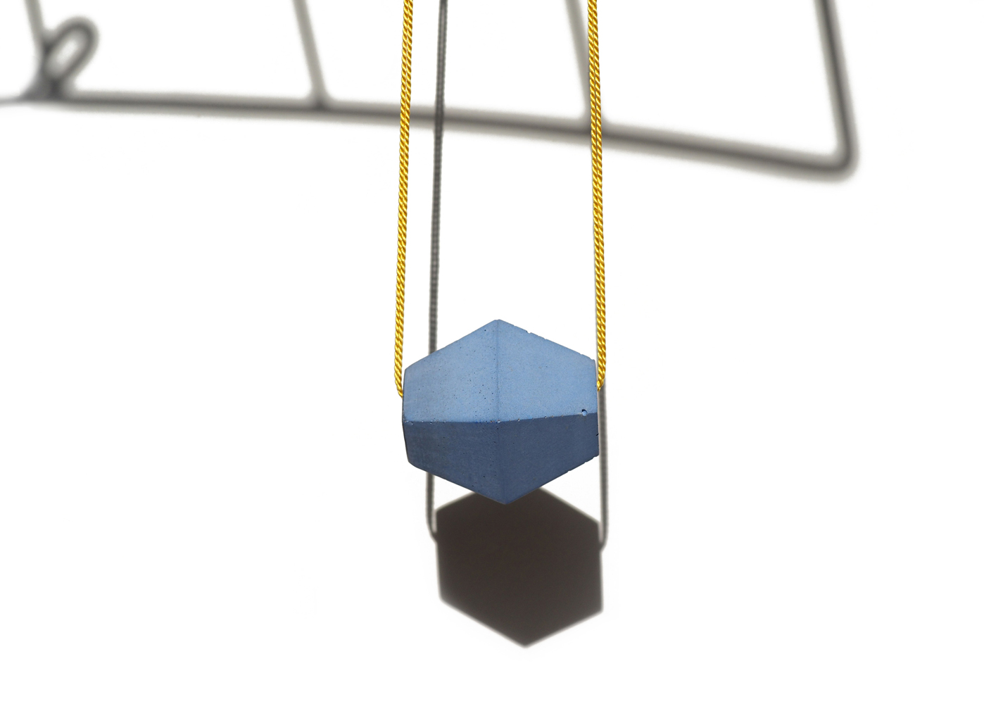 WEB Blue Trap Nkl Hanging.jpg