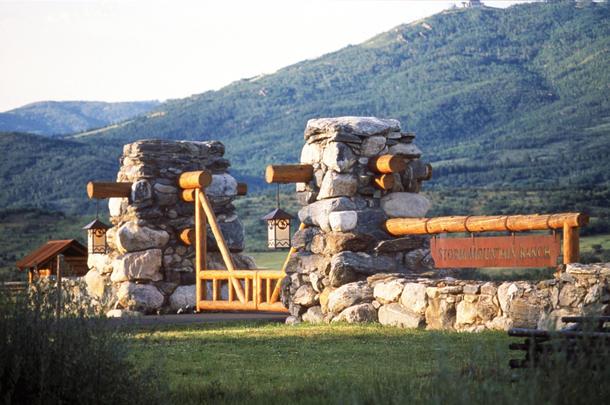 storm_mountain_ranch_steamboat_springs_colorado_signage.jpg