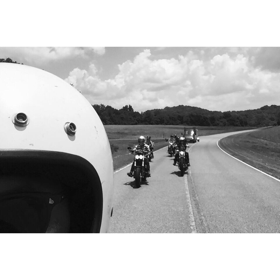 Leading the #hwyrunaways #womensmotoexhibit down the Natchez Trace ⚡️⚡️⚡️ safe travels west ladies hope you had a blast in #Nashville @womensmotoexhibit @fevvvvaa @hookersandpopcorn @niinhellhound @__meggmarie @imogenocide @harleydavidson  (at Natchez Trace Parkway)