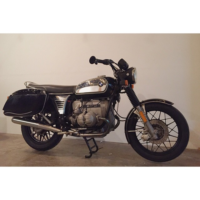 Got @motomodashop all blacked out with fresh seals and fluid | #BMW #bmwairhead #bmwmotorrad #vintage #r100 #Nashville #gomoto #motomoda  (at Fort Houston)