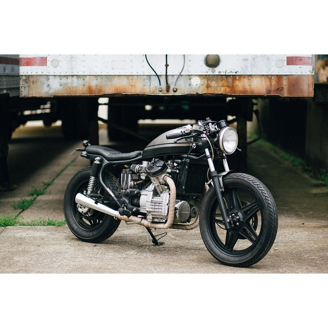 #fbf One day when we decided that we should do this for a living | Thanks @wrenchmonkees for your inspiration over the years to chase a dream | #honda #cx500 #hrc #caferacerxxx #croig #caferacersofinstagram #ironandair #ironandresin | photo by: @emiliapare (at Fort Houston)