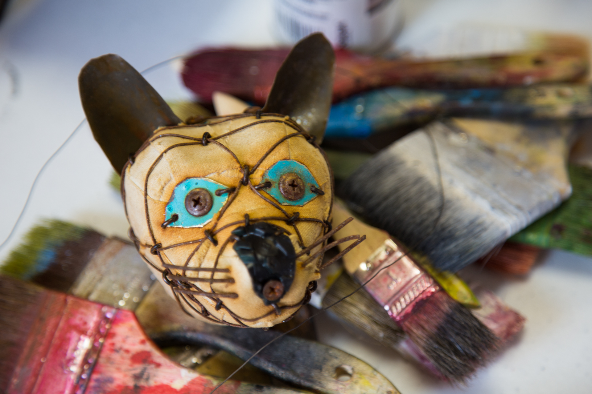 ... and a completed head, wrapped in wire that was then rusted, with Trish's brushes as a lovely backdrop!