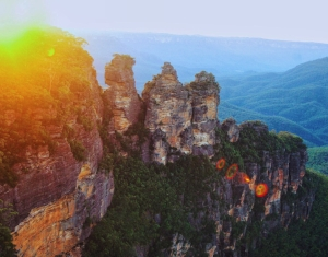 Three_Sisters,_Blue_Mountains_National_Park.JPG