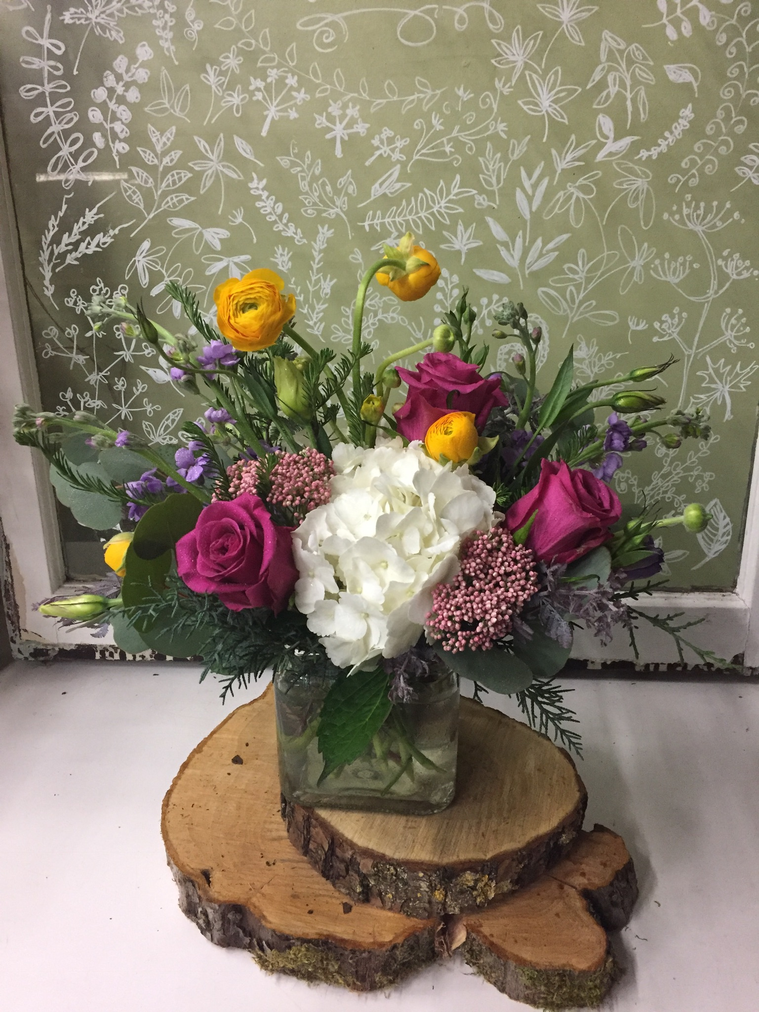 8. Classic with hydrangea, rose and ranunculus