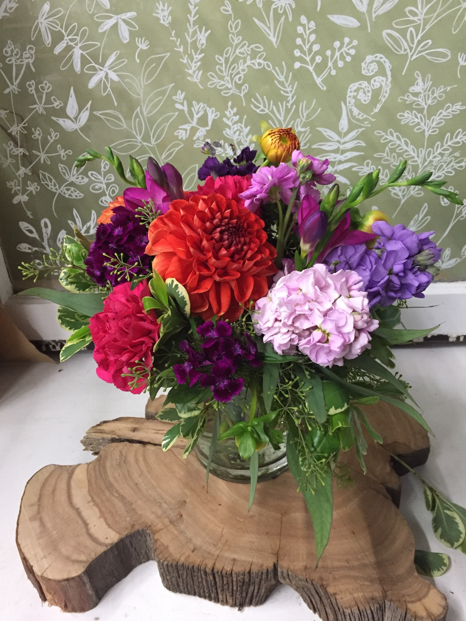 2.Summer contrast bouquet with dahlia