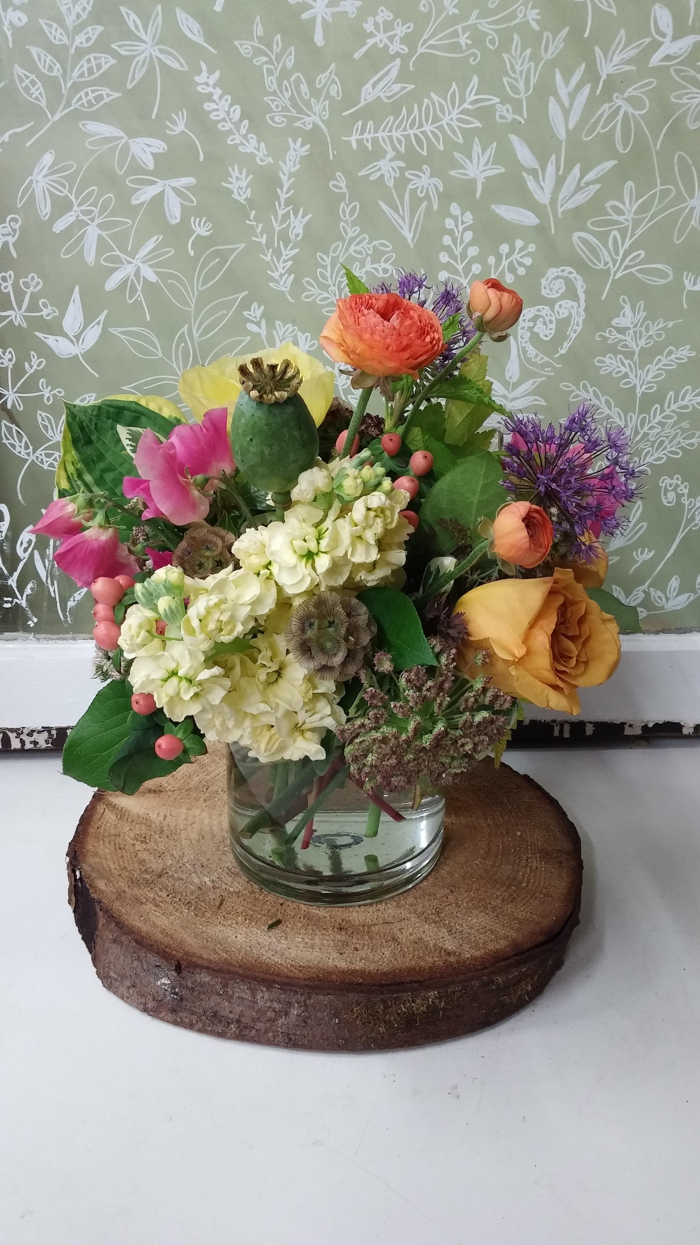 7. Soft palette, eclectic summery bouquet