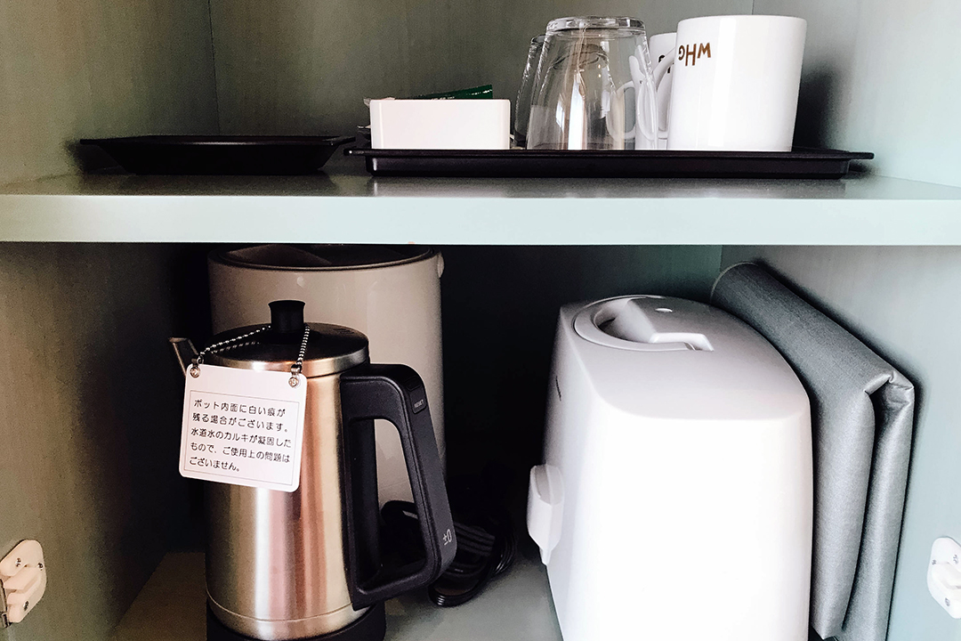 Cups and kettle for coffee and tea