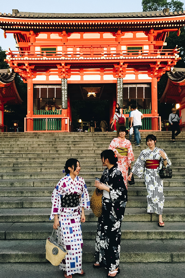 Yasaka Shrine - see locals and visitors in Kimonos/Yukatas!