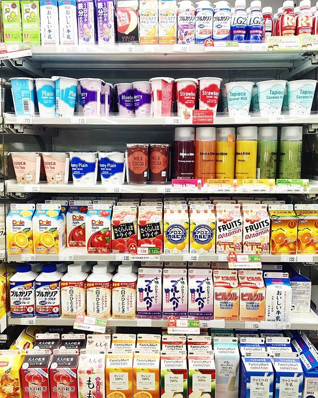 Tbh, we're looking forward to the konbini aka convenience stores the most during our upcoming Tokyo trip. If you know, you know. 😉 Pictured here is just one of the drink sections at FamilyMart, you can imagine what the rest looks like 🤩✨