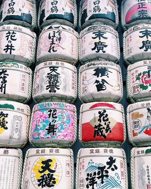 These are decorative sake barrels called kazaridaru. 🍶 This display is a common sight at Shinto shrines as sake is believed to link the gods and people in Japan. This is just a section of the massive display at Meiji Jingu Shrine in Harajuku. ⛩ Every year sake brewers from around Japan donate barrels as an offering to the shrine, the sake is used in various ceremonies and rituals, then the barrels are displayed. They're bigger than they look in this picture! 👀