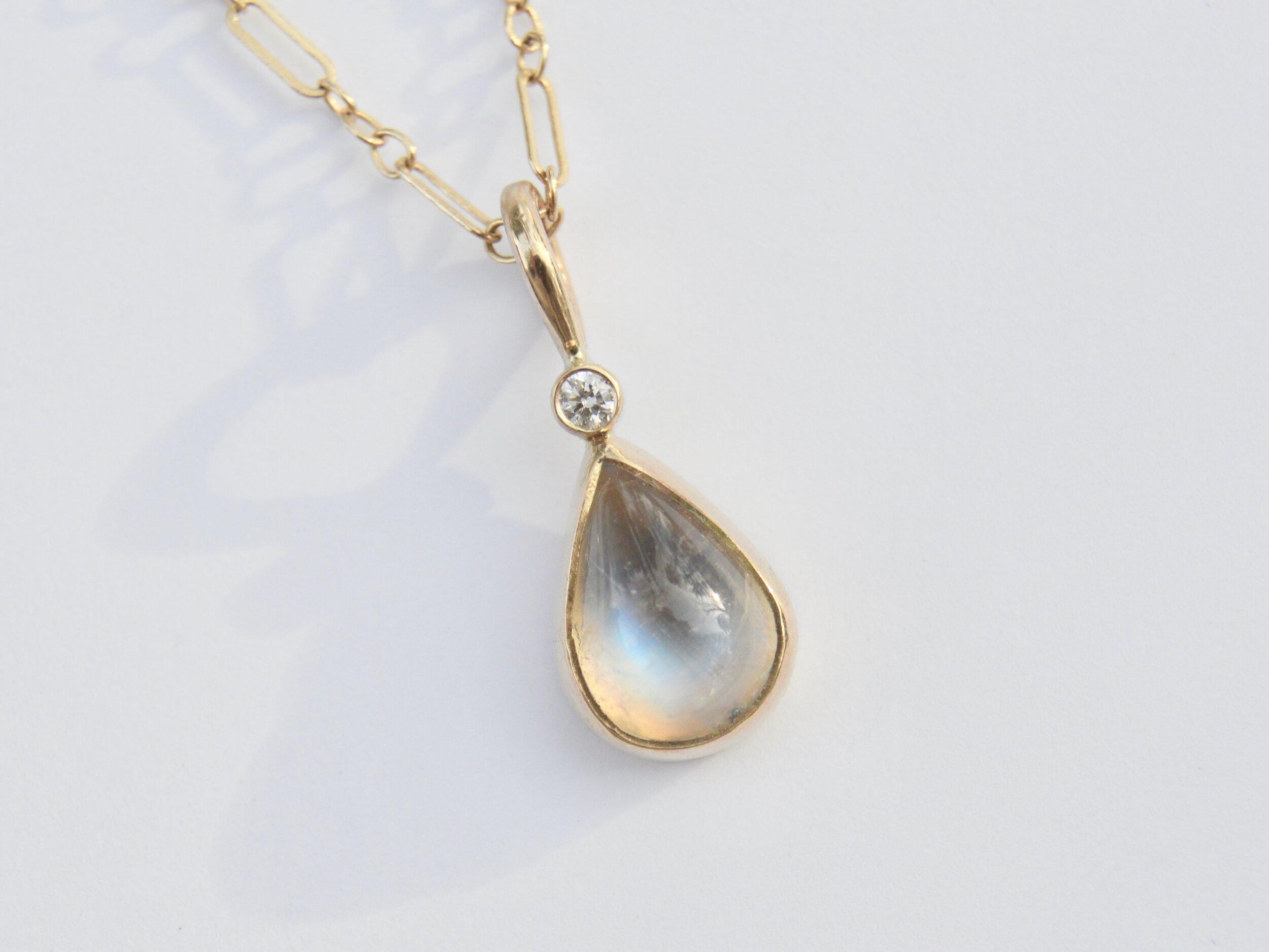 Whiteblue stardust necklace.
