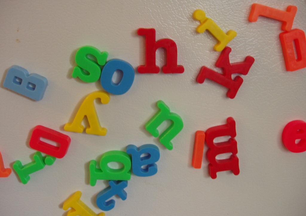 Magnetic_letters_scattered_on_a_refrigerator_door.jpg