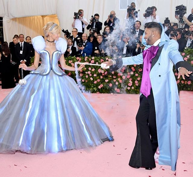 @zendaya and @luxurylaw just channeled the cinderella moment of our ✨DREAMS✨ at the met gala and we're so happy that the clock hasn't struck midnight yet so that we can fully appreciate this look 💙 {📷: dia dipasupil/filmmagic}