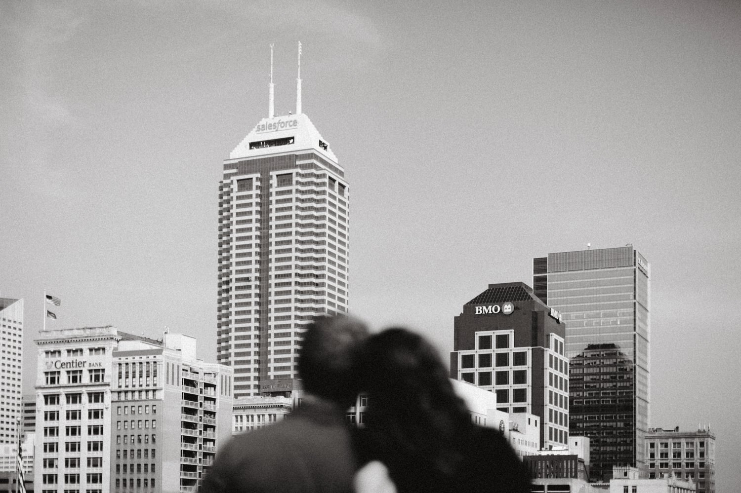 downtown-indianapolis-engagement-session-rooftop-indianapolis-engagement-photographer-kelly-marcelo-photography014.JPG