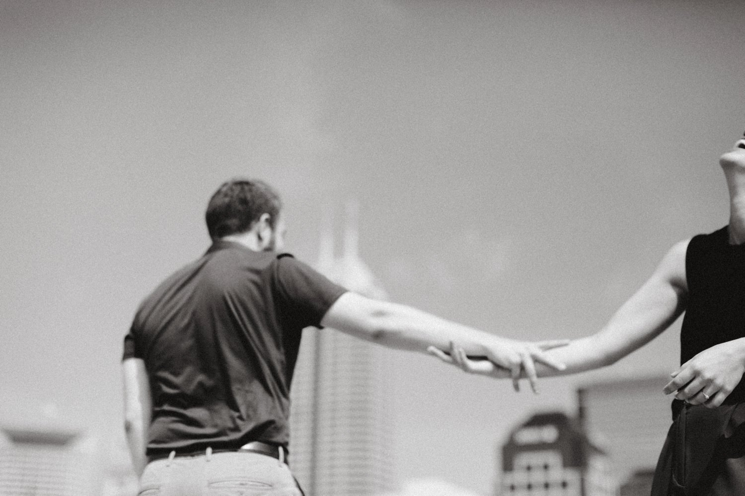downtown-indianapolis-engagement-session-rooftop-indianapolis-engagement-photographer-kelly-marcelo-photography018.JPG