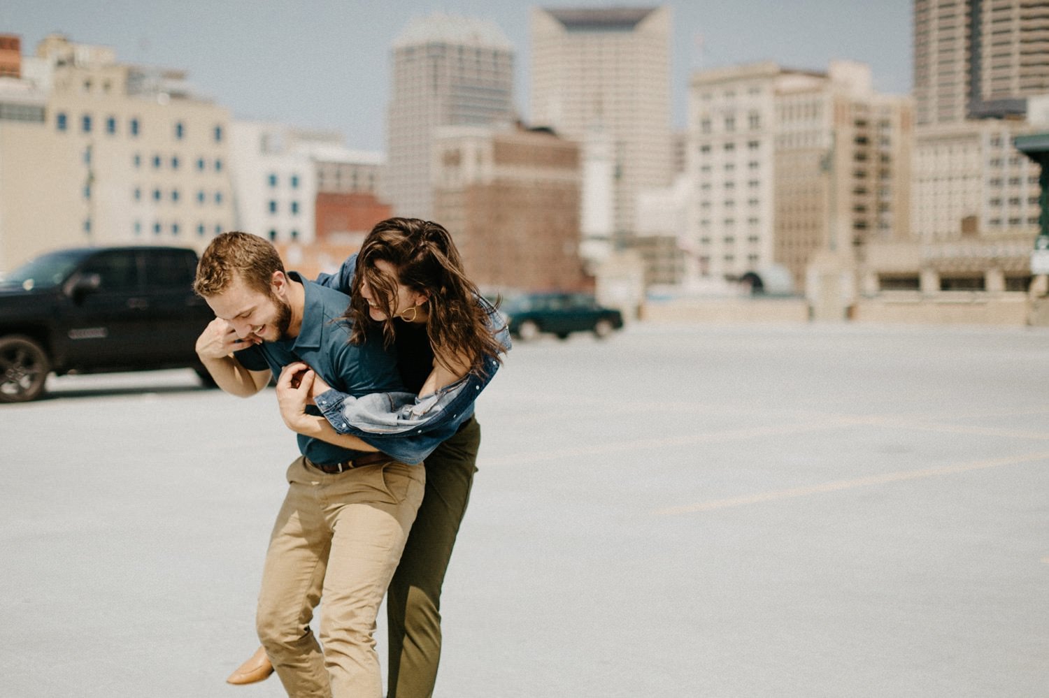 downtown-indianapolis-engagement-session-rooftop-indianapolis-engagement-photographer-kelly-marcelo-photography031.JPG