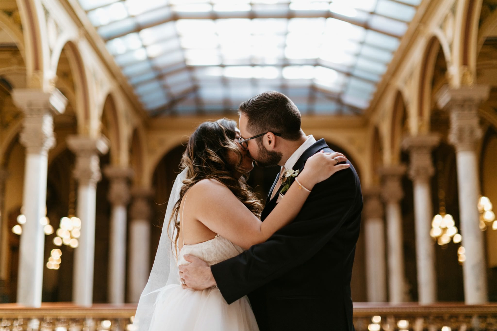 bride-and-groom-kiss-for-wedding-portrait-at-indiana-state-house