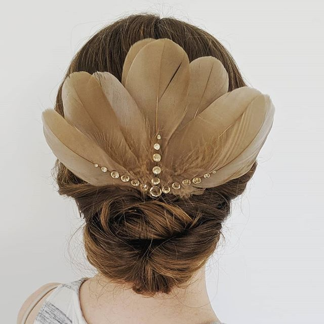 A low, twisted updo was the perfect perch for this beautiful feather hairpiece! I had the opportunity to work on behalf of @elwynnandcass this weekend and had the best time styling hair for this Hollywood-themed wedding. Swipe to see a picture of me and everyone who had their hair styled. (Yes, I do men's hair, too!) . . . #bellinghamweddings #weddinghair #bridalhair #bridesmaidhair #pnwwedding #lairmontmanor #weddinghairstyle #bridalbeauty #hairideas #vancouverhairstylist #vancouverwedding #updo #updoideas #seattlewedding #vancouverweddings #bellinghamwedding